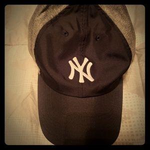 NWOT: Nike Unisex Heritage 86 MLB Strapback Hat